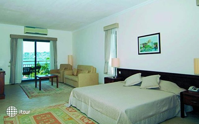 Costa 3s Beach Hotel 5