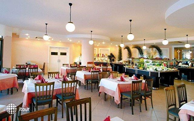 Costa 3s Beach Hotel 8