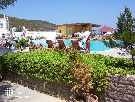 Regal Resort 6