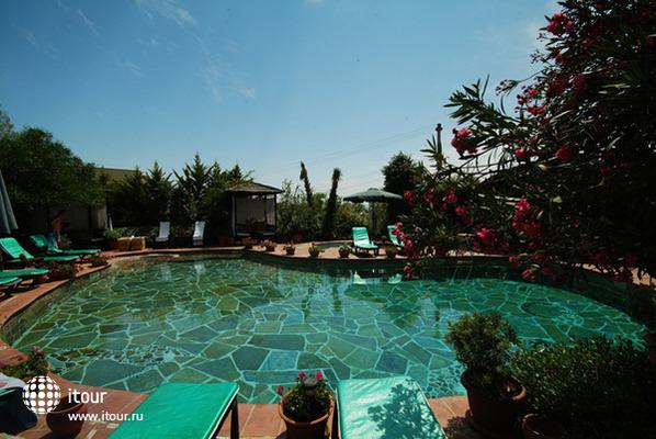 El Vino Hotel & Suites 9