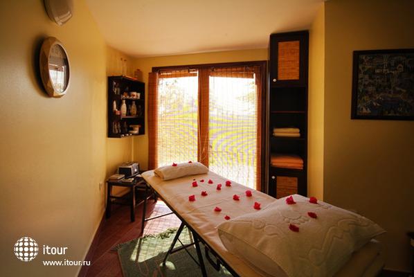 El Vino Hotel & Suites 10