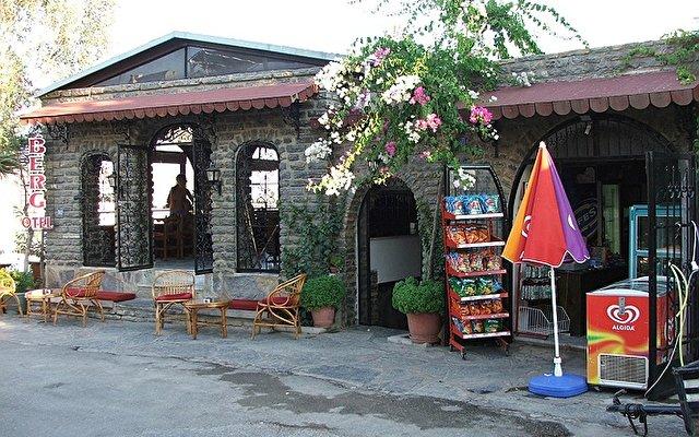 Berg Hotel 2