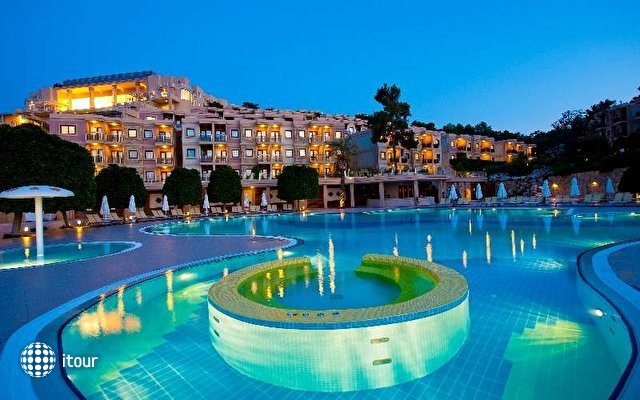 Hilton Bodrum Turkbuku Resort & Spa 5
