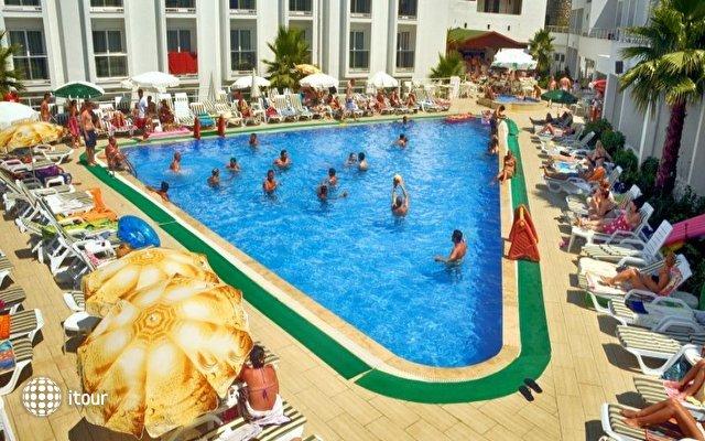 Shark Club Hotel 7