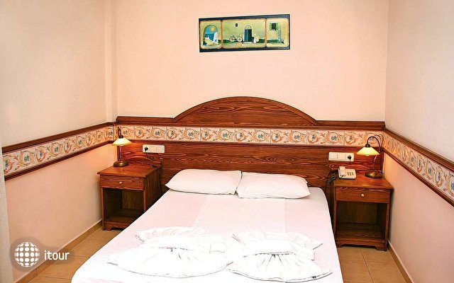 Kriss Hotel 4