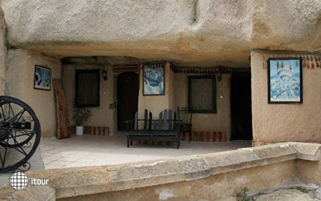 Nomad Cave 6