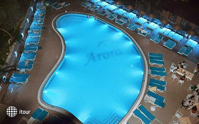 Arora Hotel 4