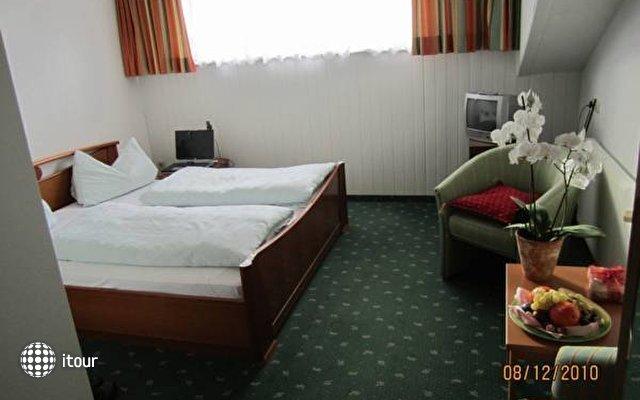 Einhorn Hotel 8