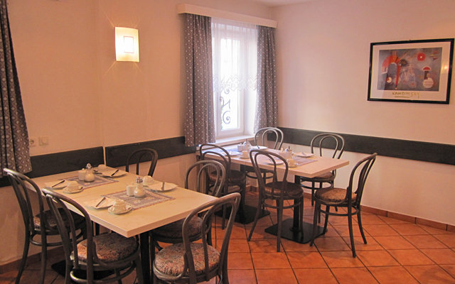 Seerose Garni Hotel 8