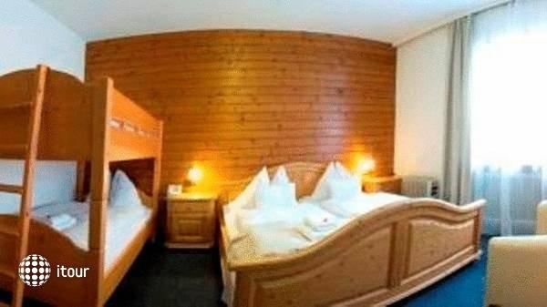 Hoch Tirol Hotel 4
