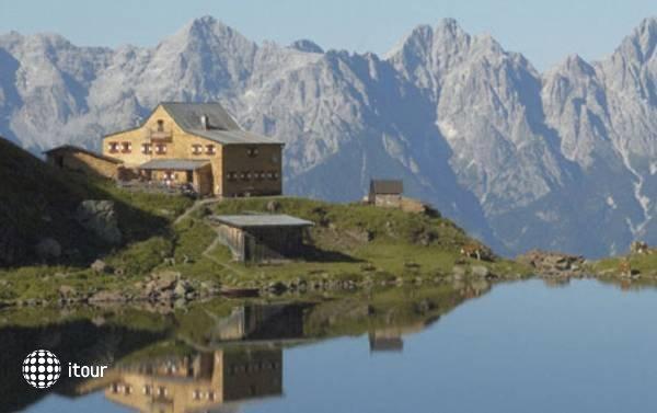 Hoch Tirol Hotel 7