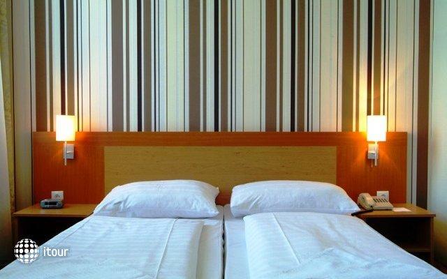 Hotel Donauwalzer 8