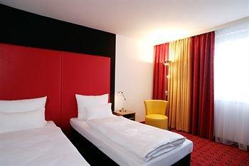 Senator Hotel 4