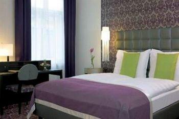 Steigenberger Hotel Herrenhof 3