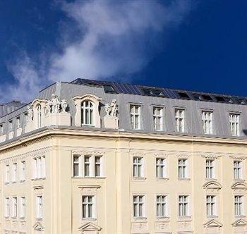 Steigenberger Hotel Herrenhof 8