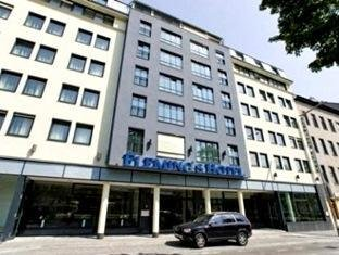Fleming's Deluxe Hotel 1