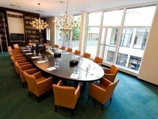 Fleming's Deluxe Hotel 5