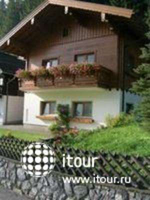 Waldheim Haus Apts 2