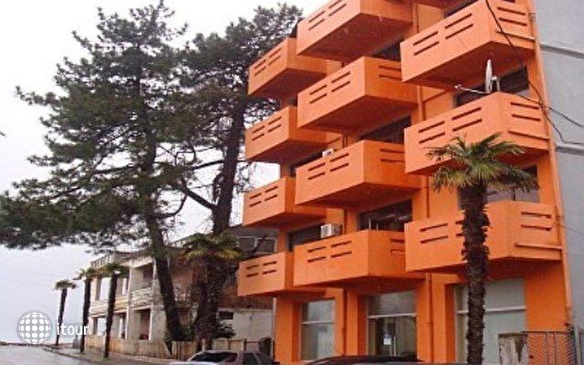 Orange Hotel 1
