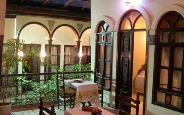 Antique Khan Hotel 7