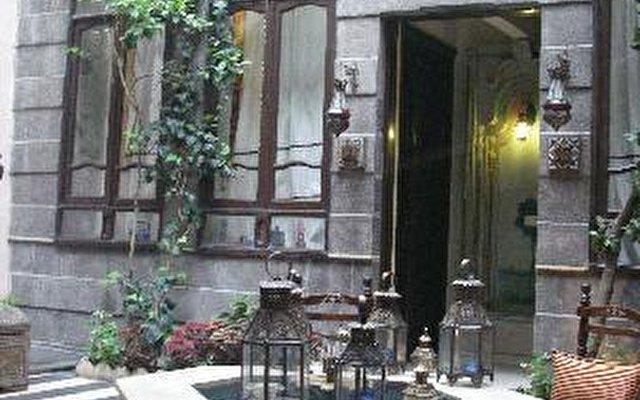 Antique Khan Hotel 9