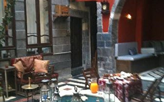 Antique Khan Hotel 10