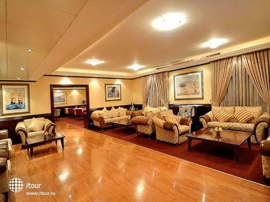 Al Bustan Centre & Residence 4