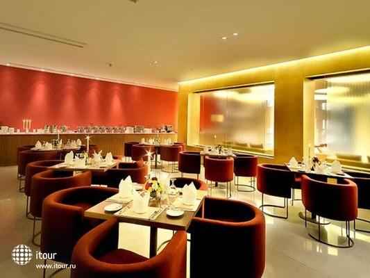 Al Bustan Centre & Residence 8