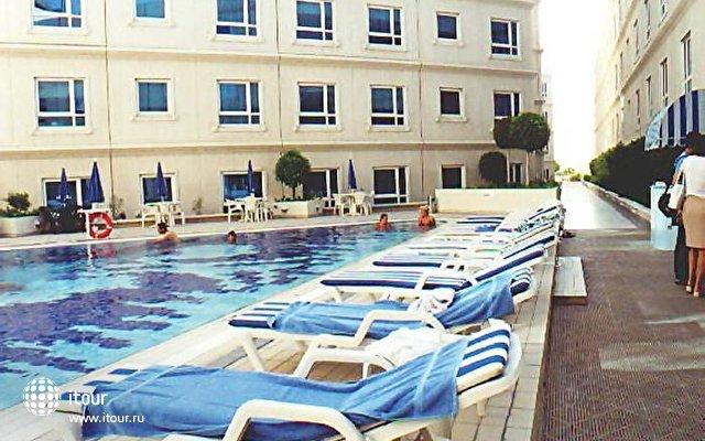 Al Bustan Centre & Residence 6