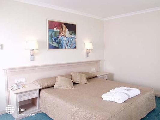 Al Bustan Centre & Residence 3