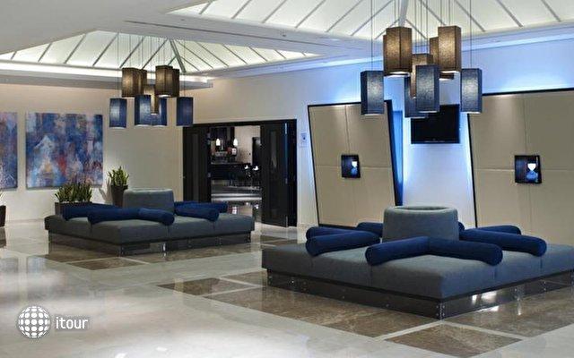 Holiday Inn Express Airport 10