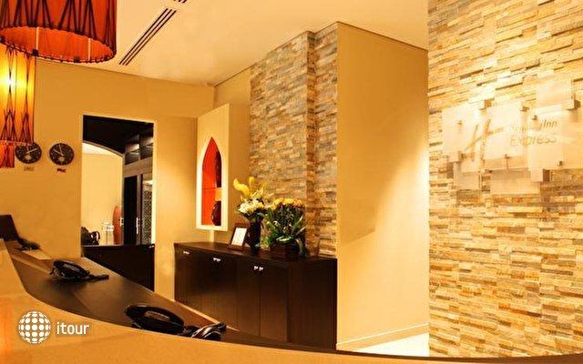 Holiday Inn Express Safa Park 8