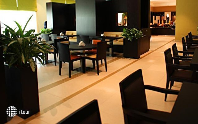Holiday Inn Express Safa Park 9