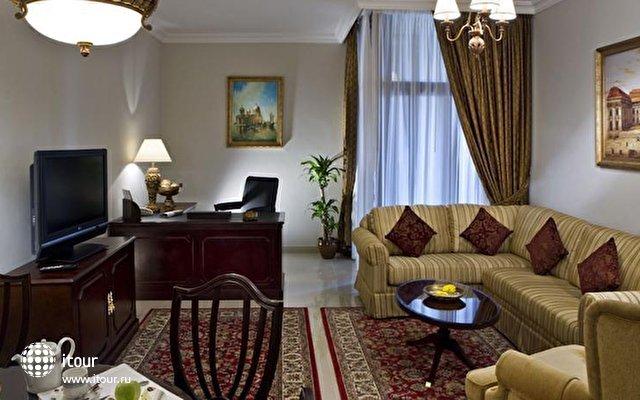 Gloria Hotel Media City 7