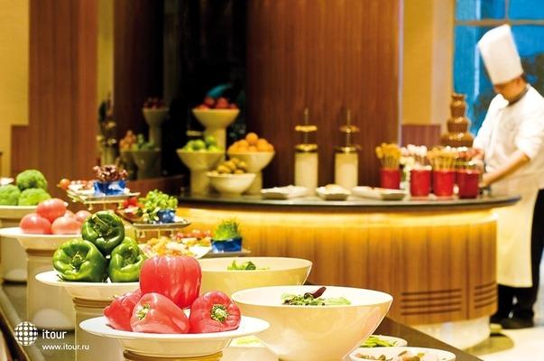 Movenpick Hotel Deira 6