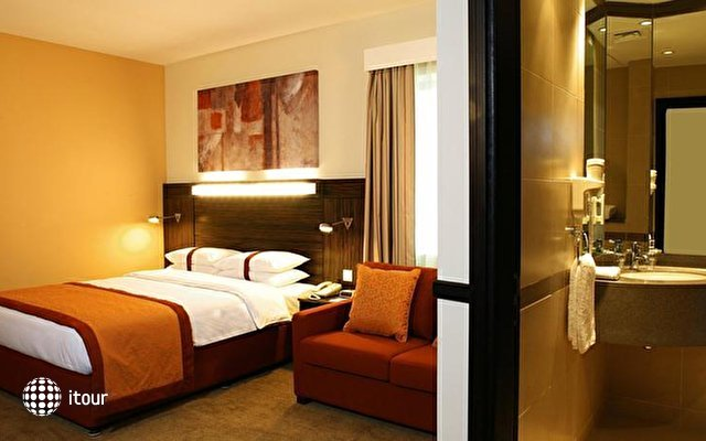 Holiday Inn Express Jumeirah 9
