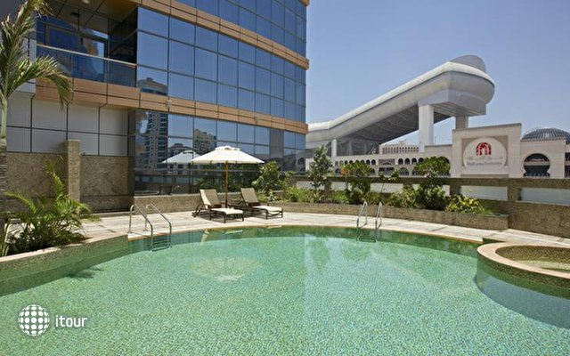 Doubletree By Hilton Hotel & Residences Dubai 4