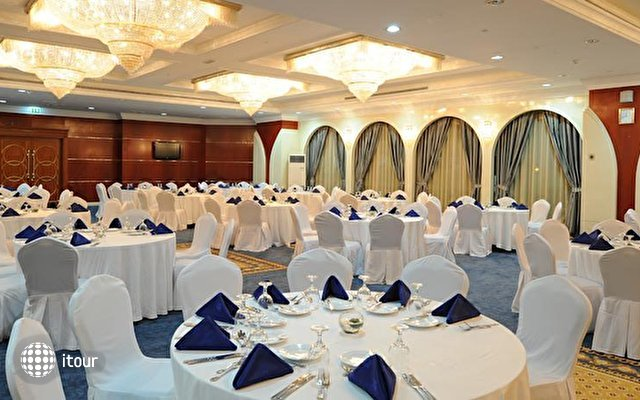 Holiday Inn Bur Dubai - Embassy District 5