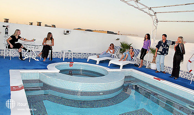 Ramee Guestline Hotel Al Riqqa 2
