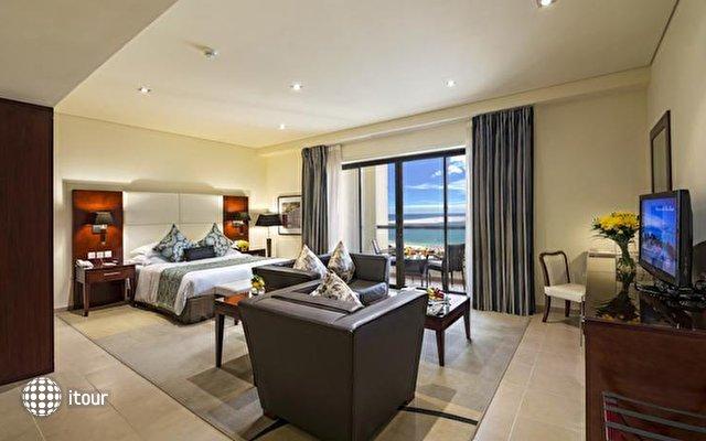 Ramada Plaza Jumeirah Beach Residence 4