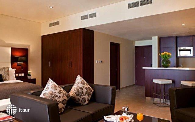 Ramada Plaza Jumeirah Beach Residence 10