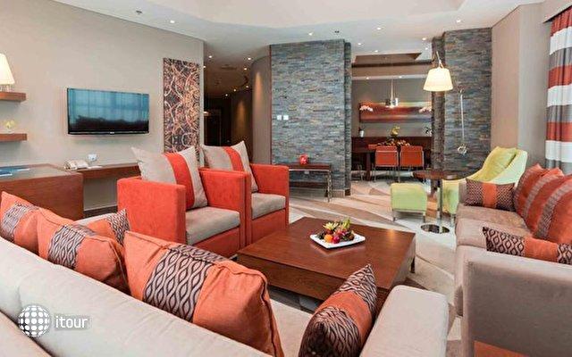 Novotel Dubai Al Barsha 4