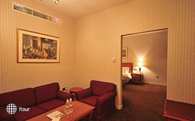 Ramada Continental Hotel 7