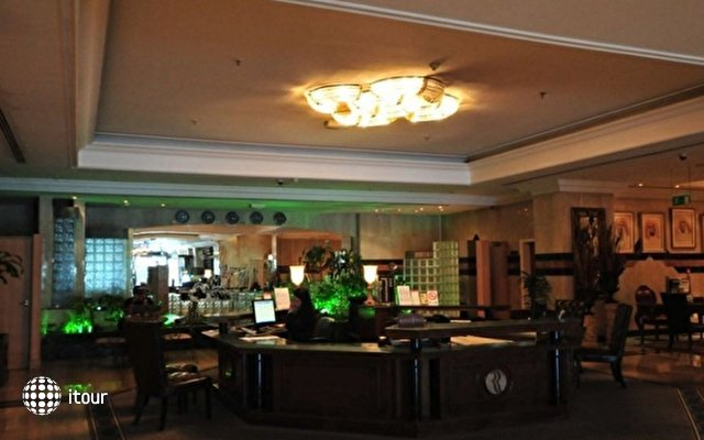 Ramada Continental Hotel 9