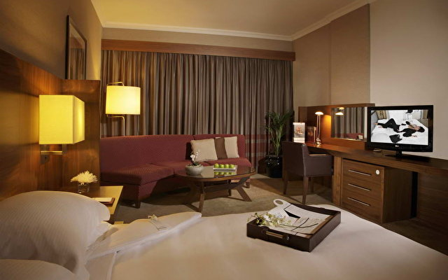 Jumeirah Rotana Hotel 4