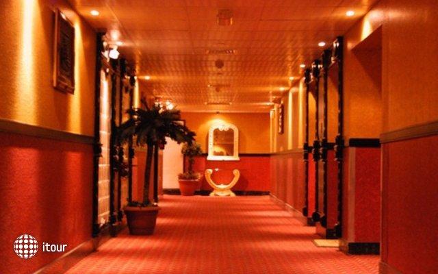Dubai Palm Hotel 4