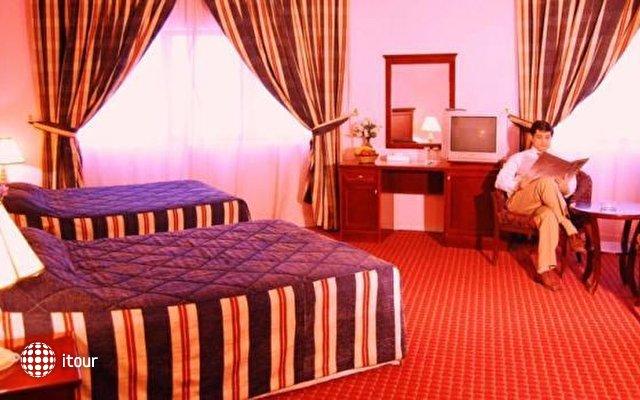 Dubai Palm Hotel 8