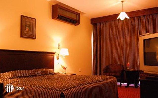 Dubai Palm Hotel 9