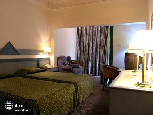 Claridge Hotel 5