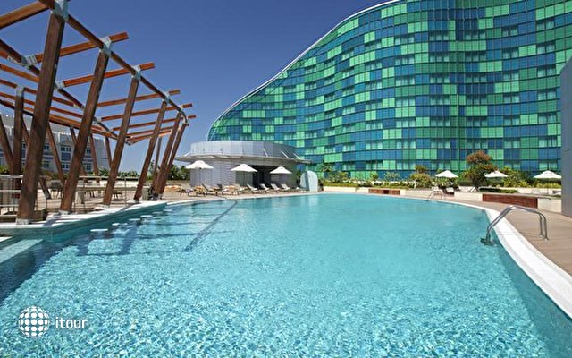 Hilton Capital Grand Abu Dhabi 4